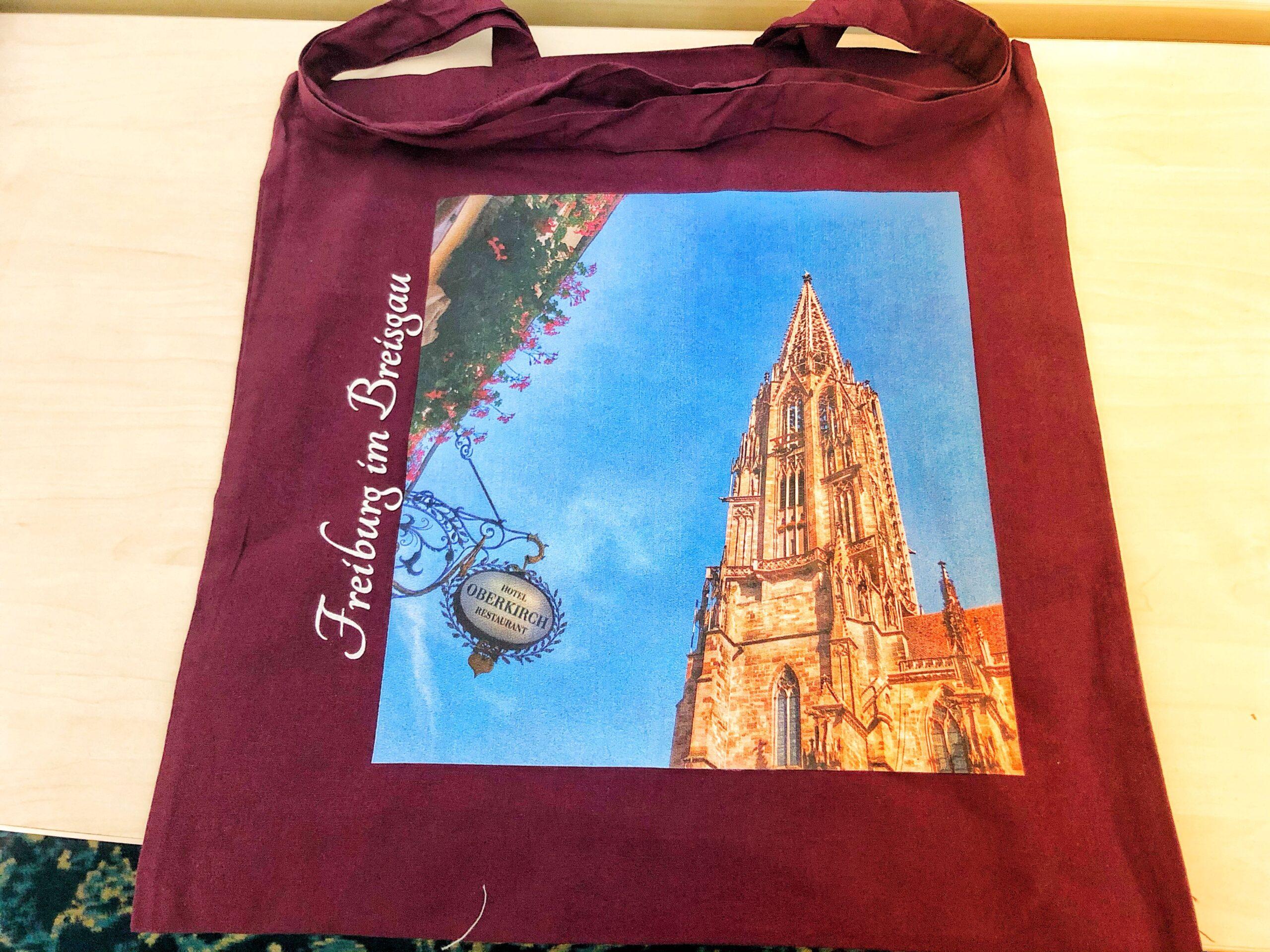 Non-Refundable buchen und Freiburg-Tasche gratis erhalten